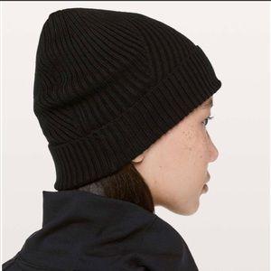 Lululemon Twist of Cozy knit beanie, NWT